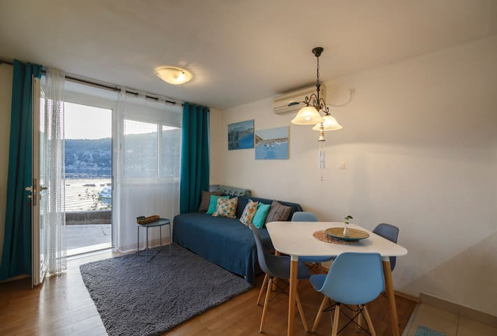 Jurkovica - Beachfront Sea Apartment