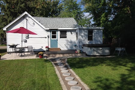 Charming One Bedroom Home - Eau Claire
