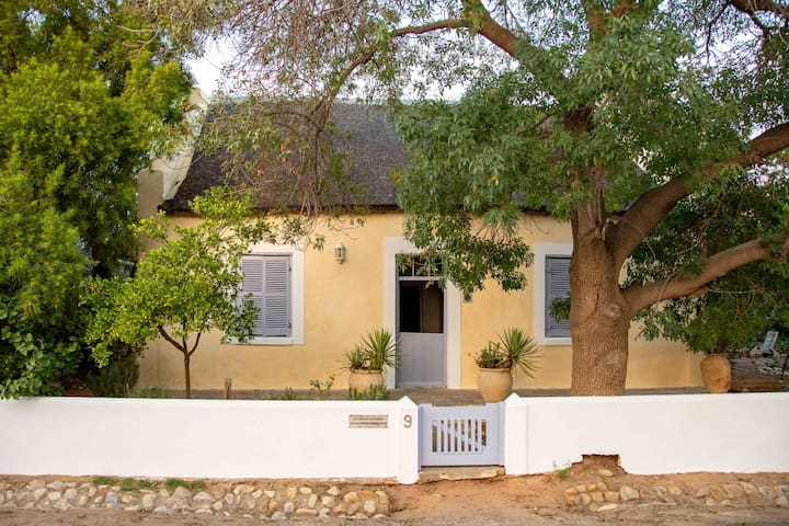 Historic Sunflower Cottage, Tranquil and Romantic