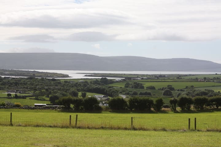Panoramic views over Galway Bay and the WWW. - New Quay - House