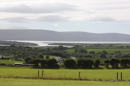 Panoramic views over the Burren. - New Quay - Ev