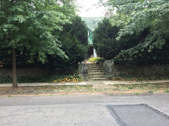 514 East Sedgwick Street