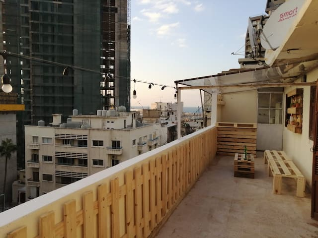 Rooftop 1 Bedroom apt in the Center of Mar Mikhael