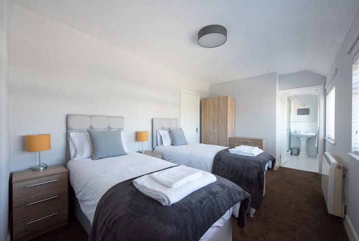 Space Apartments 4 Bed Brentwood House
