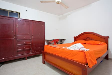 BIG Private room w AC, WiFi & bathroom - Cartagena