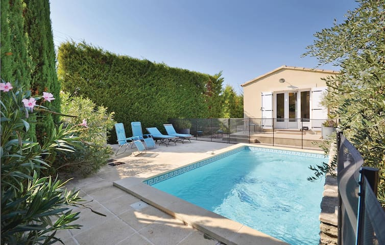 Holiday cottage with 2 bedrooms on 67m² in L'Isle sur la Sorgue