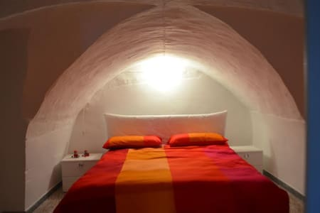 Peaceful room in the ancient plaza - Ceglie Messapica