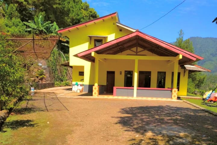 Villa Kuning at Tugu Utara, Puncak, Bogor (5BR)