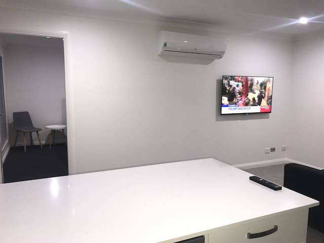 Smart Tv- Netflix- NBN broadband- WiFi-  Reverse cycle heating and cooling