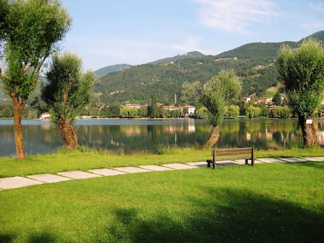 Bilocale fronte lago Gimmy's House - Ranzanico Lago - Leilighet