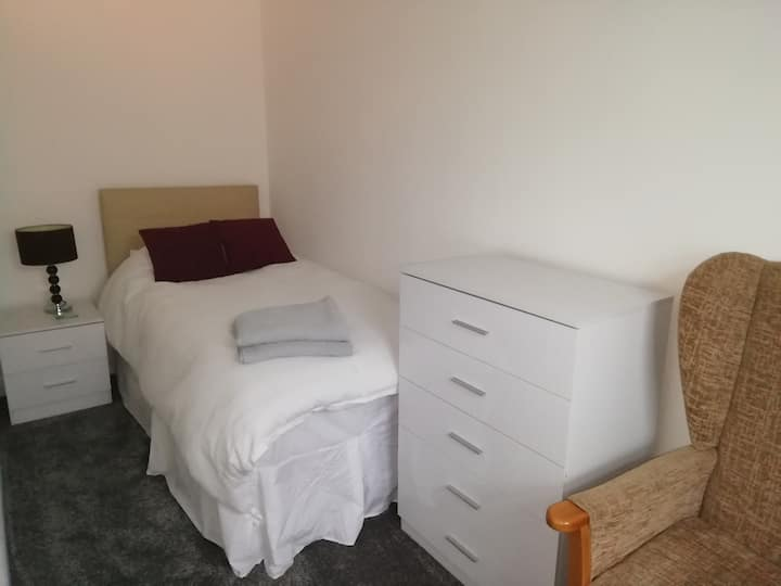 Single Room to let on daily or weekly base.