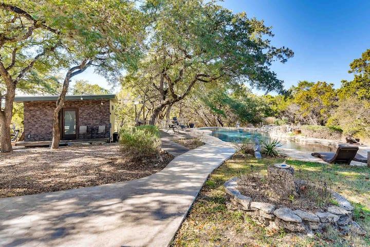 Modern Cabin Retreat | Pool/Fresh Eggs/56 acre