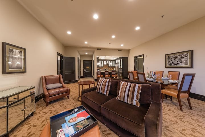 This 3 bedroom 3 bath condo is located in the opulent Waldorf Residence in Park City, UT