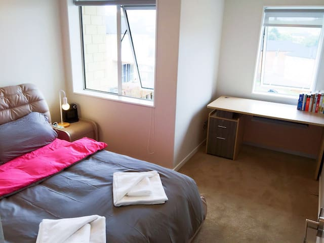 Bedroom3 - Queen Size bed卧室3 双人床