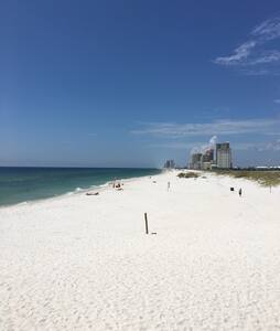 Awesome getaway at a 2BR/2BA Condo in Gulf Shores!