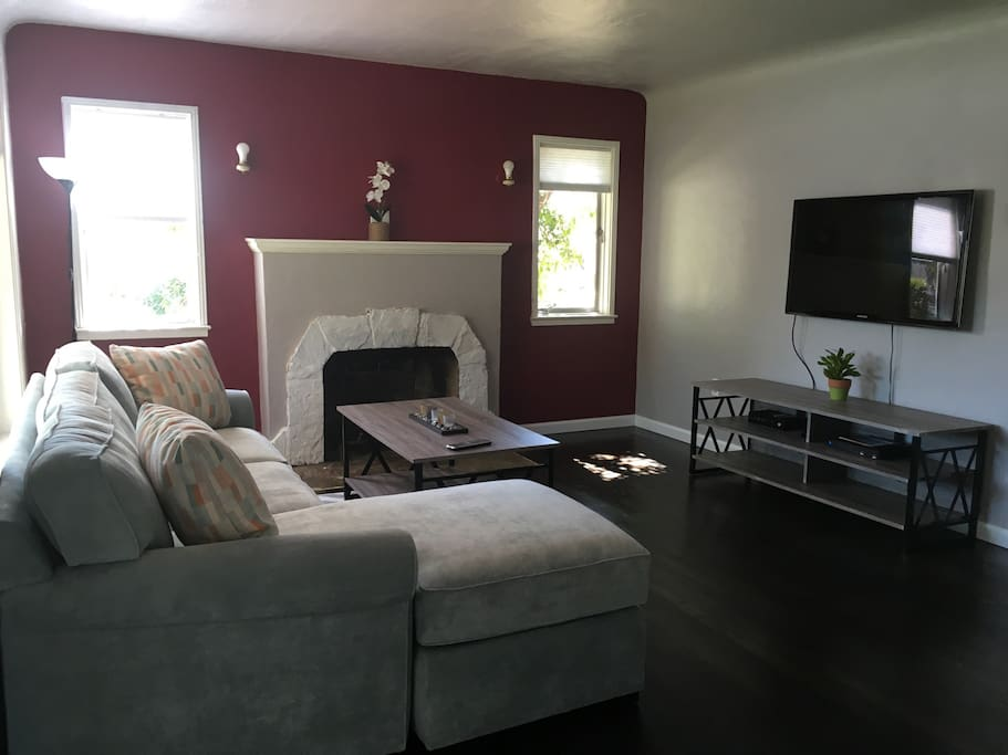 """Cozy living room with 50"""" smart TV to relax"""