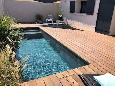 PROVENCE CLOSE TO THE BEACHES. PRIVATE POOL HEATED