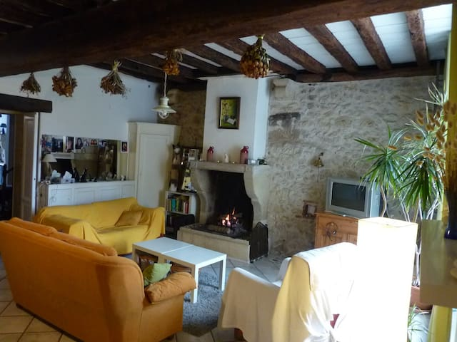 4 Chambres dans ravissant village médiéval - Rions - Rumah