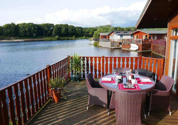 Luxurious Waters Edge Lodge - Cumbria - Kulübe