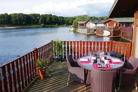 Luxurious Waters Edge Lodge - Cumbria - Blockhütte