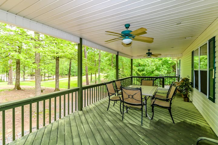 Covered furnished porch
