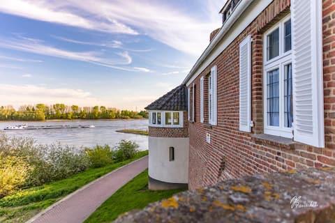 Schaeling-Haus, das schönstgelegene Haus von Rees