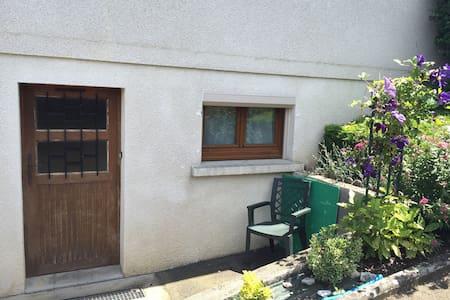 Studio dans villa avec Piscine - Saint yorre
