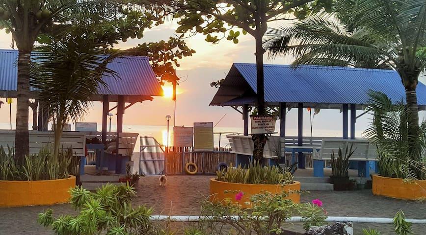 Small, quaint, no frills, family owned resort.