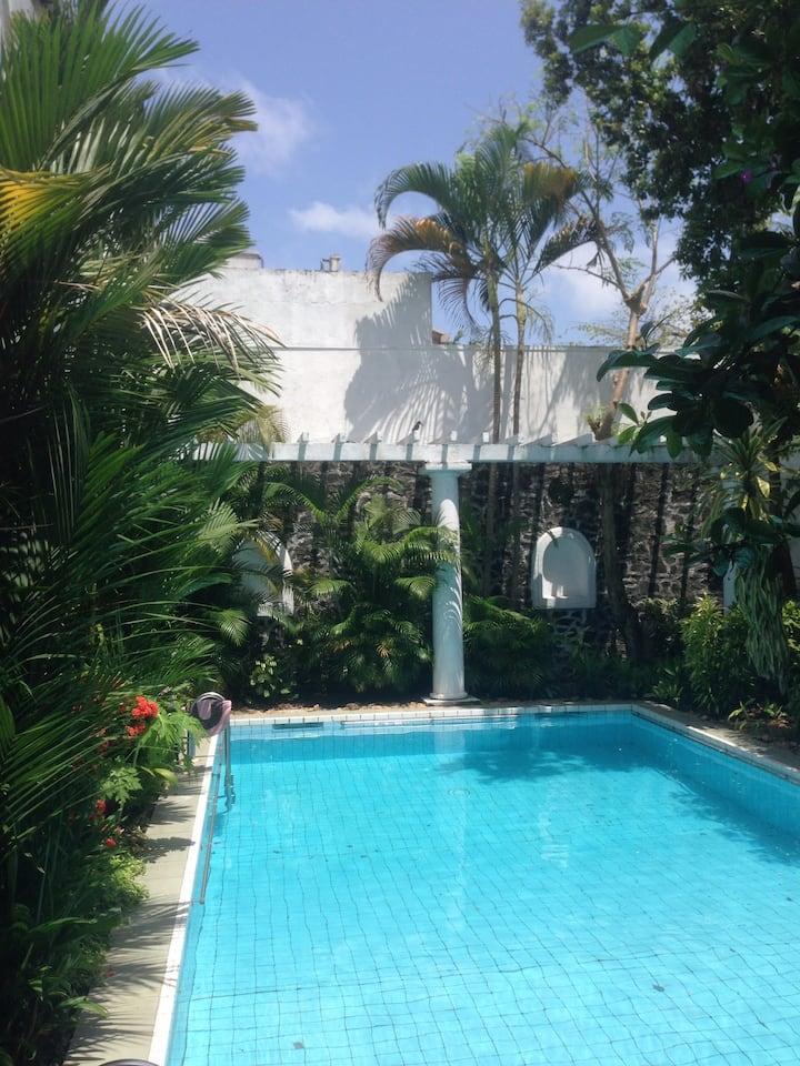Villa ZEN-RED: Moon Suite