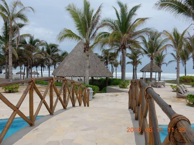 La Isla Acapulco Gran Cayman 106 Garden House