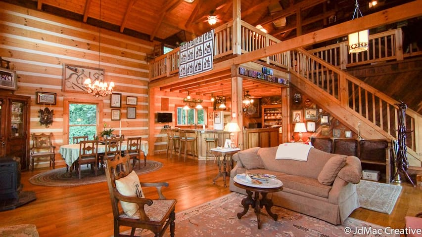 Logs'n'Dogs Log Home Decorated By a Dog Lover