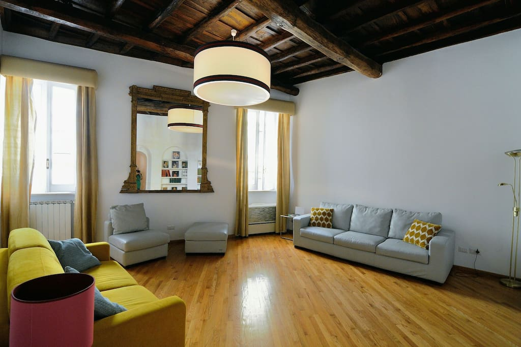 Sala relax con divano letto Living room with sofa bed