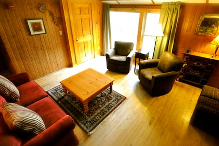 Tamarack 2-Bedroom Suite, Bath & Breakfast - Stowe - Bed & Breakfast