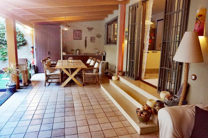 spacious townhouse w.garden/terrace/BBQ double bed