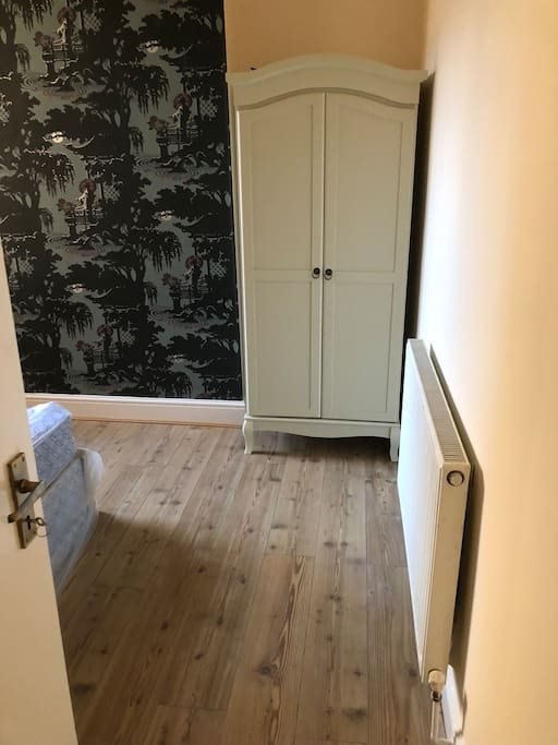 Small double room with single bed see second listing