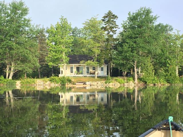 Stunning Lake House Close to Airport - Saint John - Dům