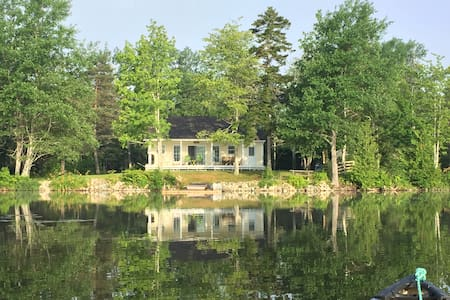 Stunning Lake House Close to Airport - Saint John - Maison