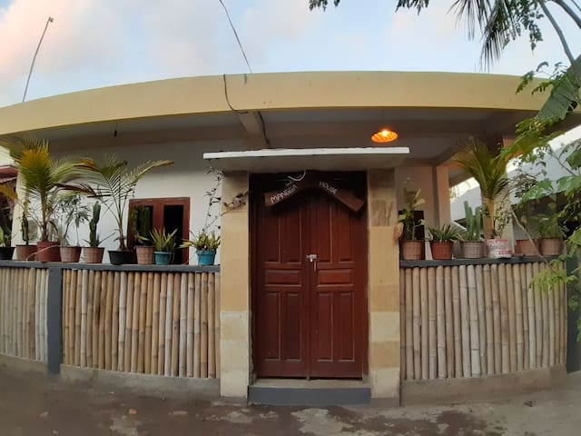 PRIVATE HOUSE DELUXE 1 bedrooms @mangga house