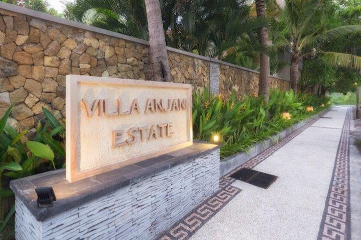 3 Bedrooms Villa by the beach, Berawa