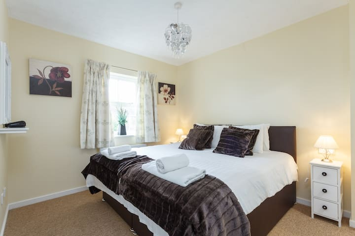 Modern three bedroom detached house - Amesbury