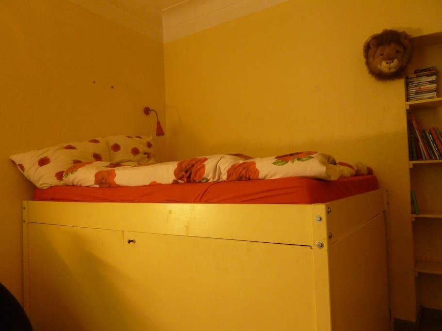 gem tliches zimmer in k ln condos zur miete in k ln nordrhein westfalen deutschland. Black Bedroom Furniture Sets. Home Design Ideas