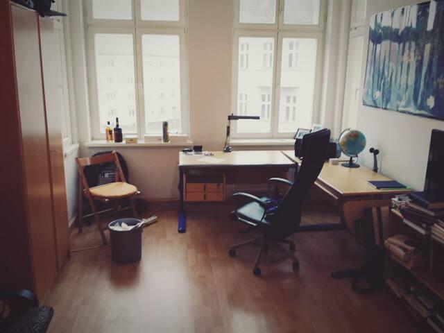 Schönes, helles Zimmer in Lichtenberg