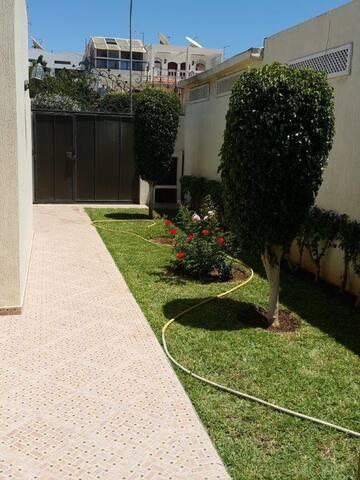 Jolie Villa à 10 mn à pied de la côte d'Agadir.