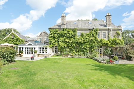 Cottage 2 in Large Country House-Cotswolds
