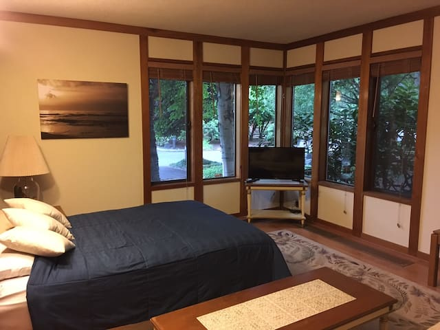 Spacious, Private Studio Condo on the Salmon River - Mount Hood Village