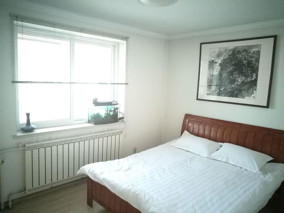 主卧室1.8x2.0大床房