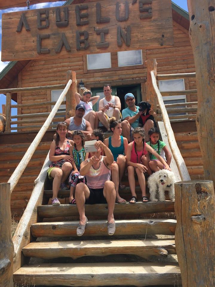 SLEEPS 11!!! Abuelo's MOUNTAIN Cabin in Wilderness