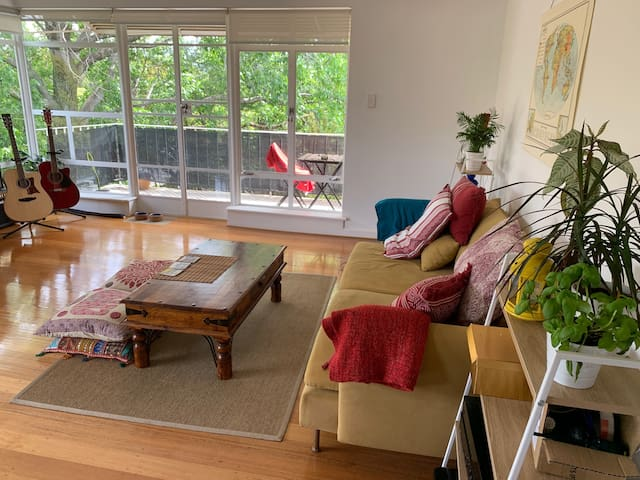 Private room,easy access to CBD, beach & Chapel St