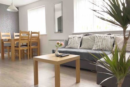 Central & Stylish 2Bedroom Apt. with FREE PARKING