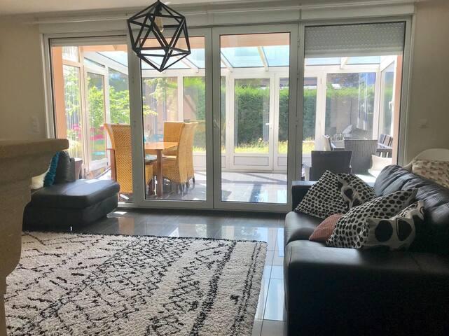 Chambre dans magnifique maison & jardin +parking